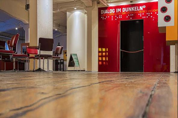 Dialog im Dunkeln Foyer Eingang 670 x 322